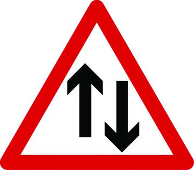 Two-way traffic vertical arrows sign